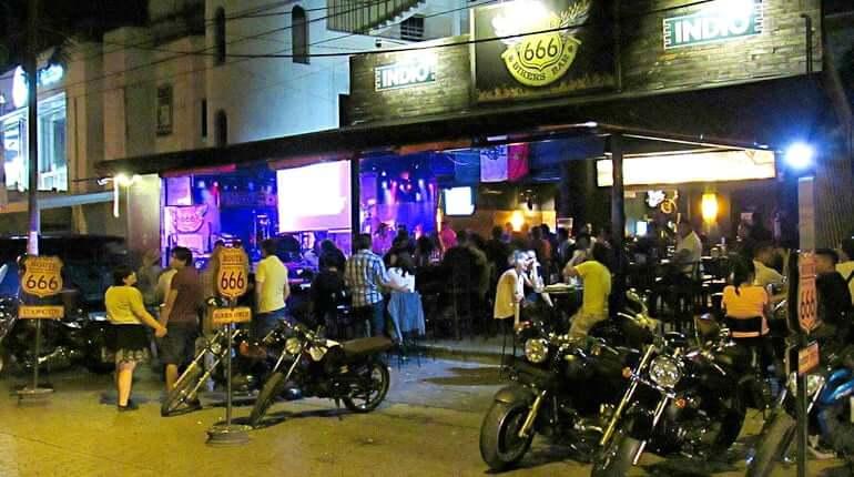 Bar Route 666 em Cancún
