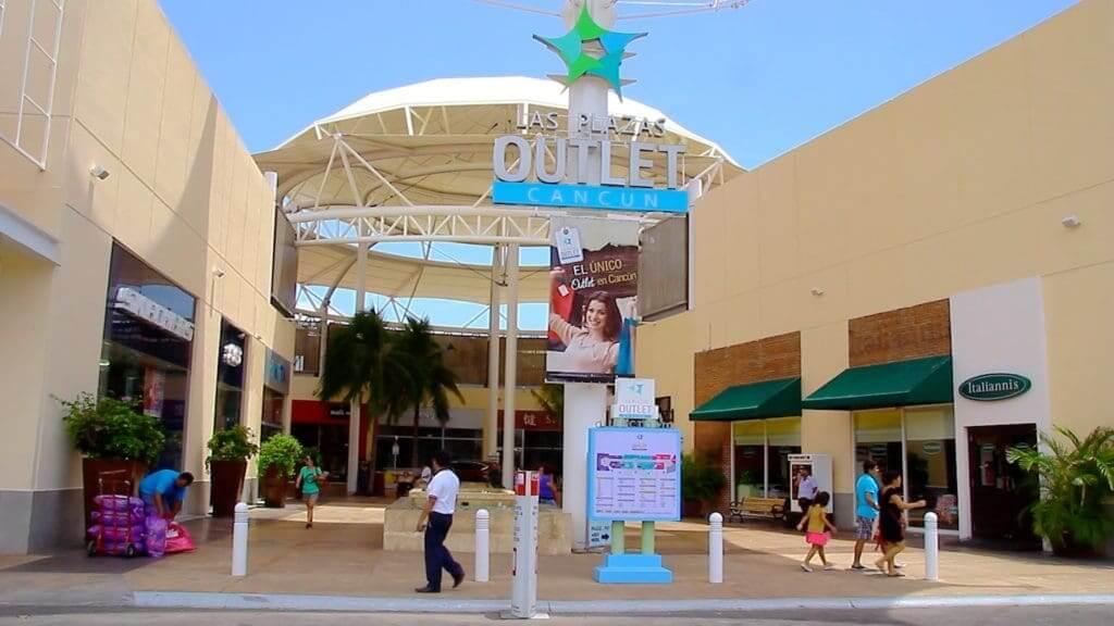 Las Plaza Outletem Cancún