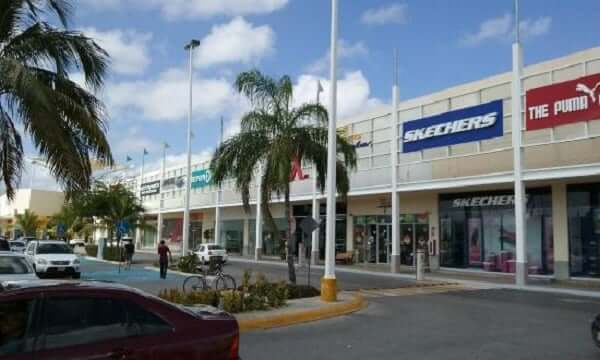 Estacionamento no Las Plazas Outlet em Cancún
