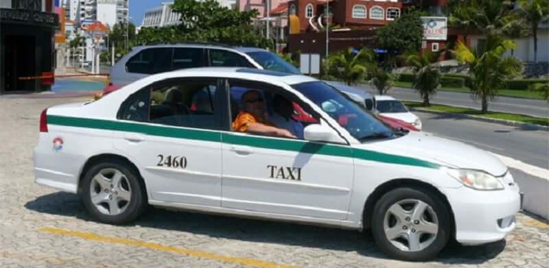 Andar de táxi em Cancún