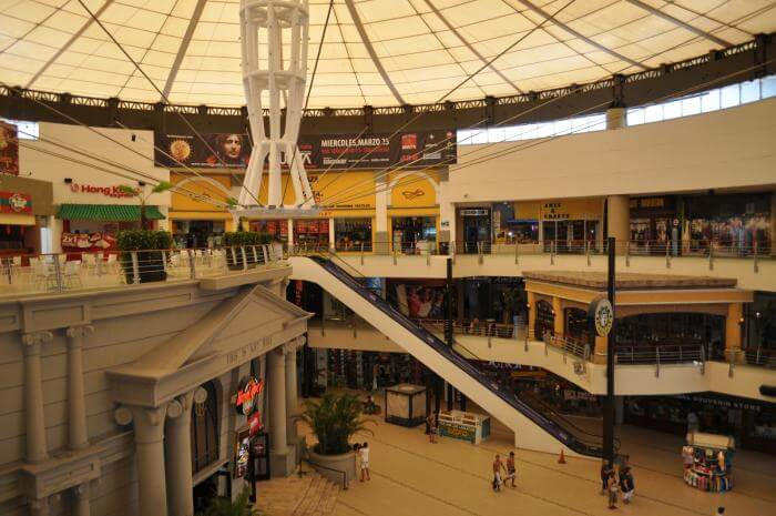 Compras no Forum By The Sea em Cancún