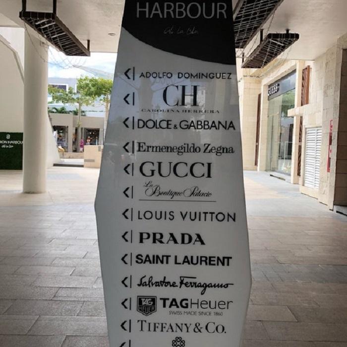 Lojas no Fashion Harbour em Cancún
