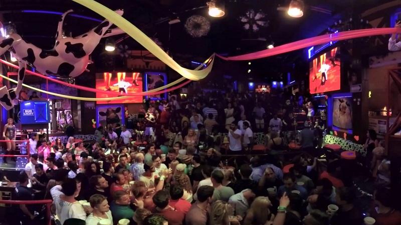 Estrutura do bar e balada La Vaquita em Cancún