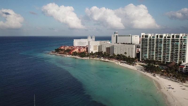 Diversão na Playa Caracol em Cancún