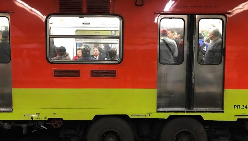 Andar na Cidade do México de metrô