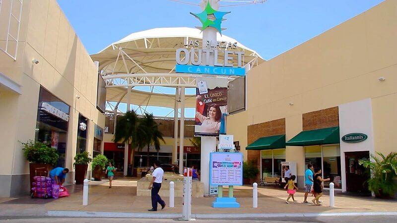 Compras de eletrônicos no Las Plazas Outlets próximo a Cidade do México