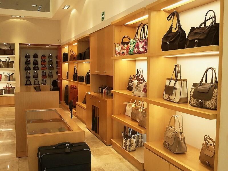 Compras de bolsas no shopping Antara Fashion Hall na Cidade do México