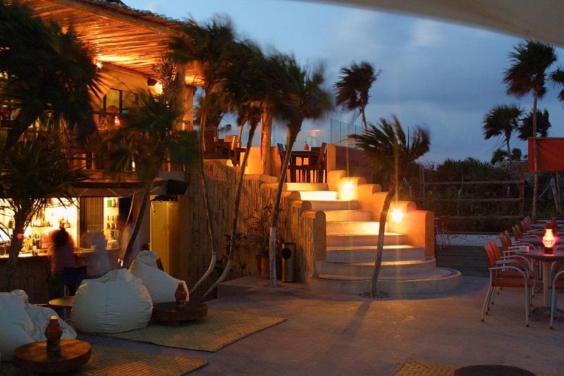 Mezzanine Bar para curtir na noite em Tulum