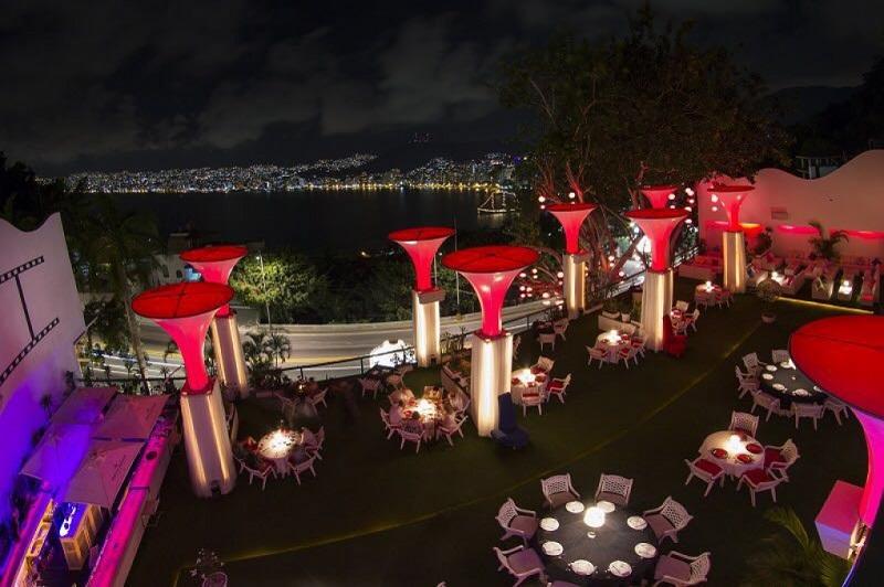 Passeio romântico em um dos restaurantes de Acapulco