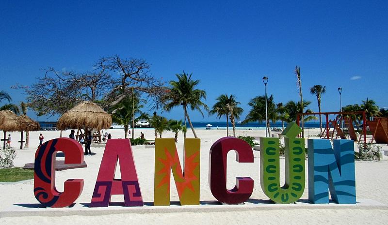 Letreiro da Playa Langosta em Cancún