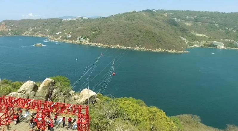 Diversão na Xtasea Tirolesa em Acapulco
