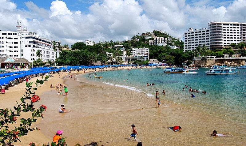 Visita a praia Caletilla em Acapulco