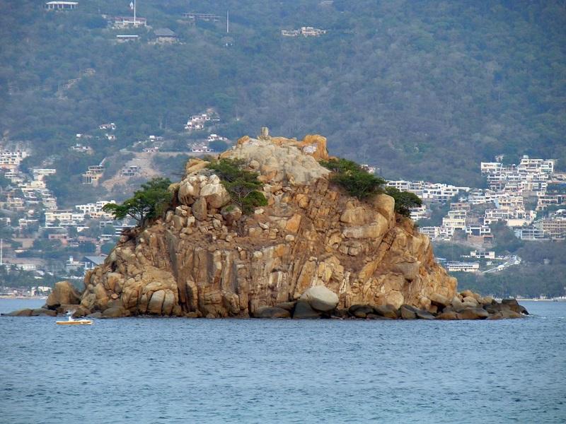 Farrallón del Obisco na praia La Condesa em Acapulco