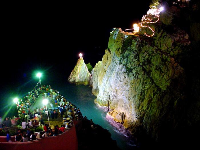 La Quebrada de noite em Acapulco