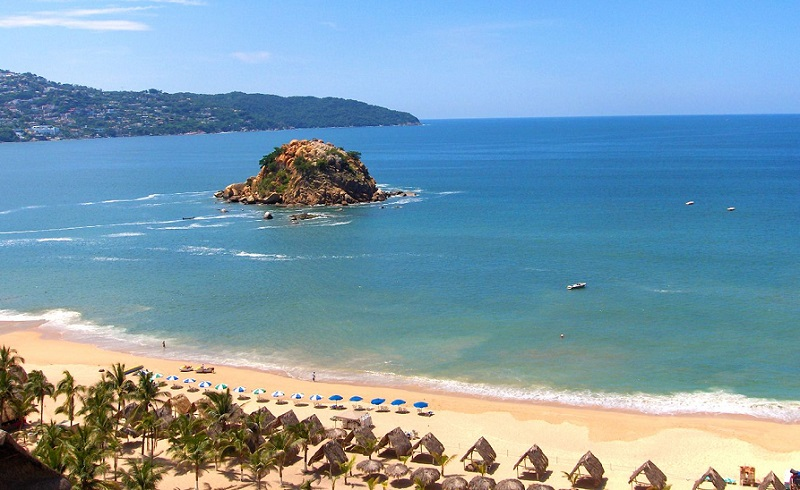 Lazer e entretenimento na praia La Condesa em Acapulco