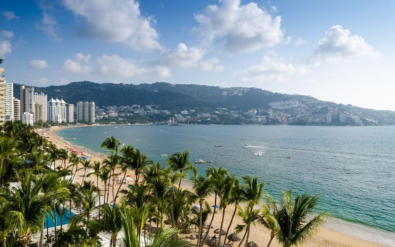 Manhã na praia Caletilla em Acapulco