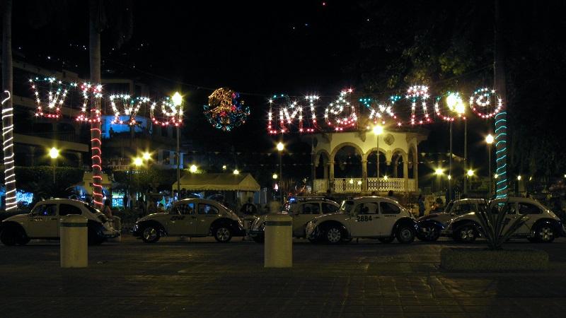 Zócalo em Acapulco de noite