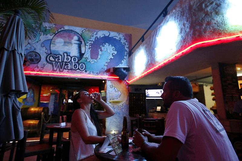 Público na balada Cabo Wabo em Los Cabos