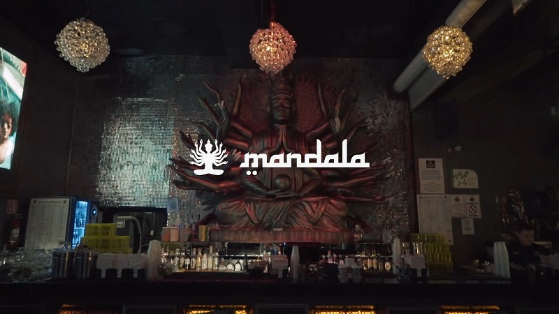 Ambiente interno da balada Mandala em Los Cabos