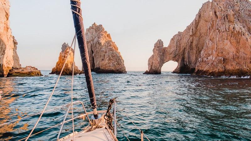 Passeio de barco em um roteiro de viagem em Los Cabos