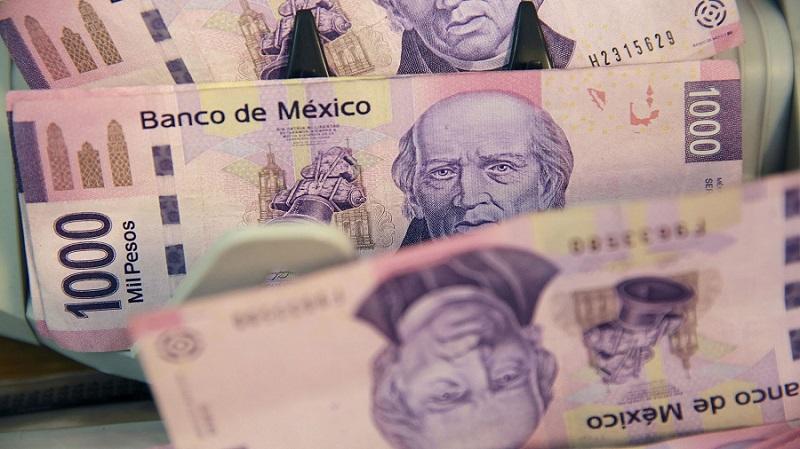 Pesos mexicanos em espécie no México