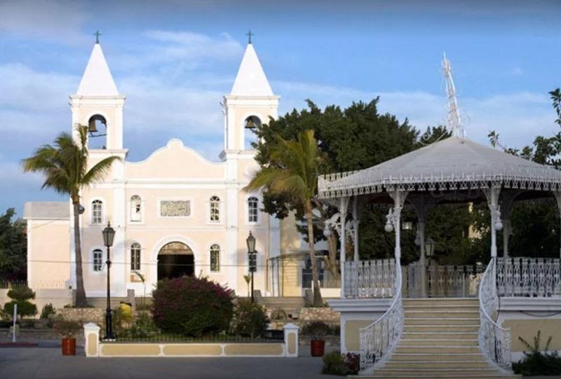 Missão Jesuítica na Plaza Mijares em Los Cabos