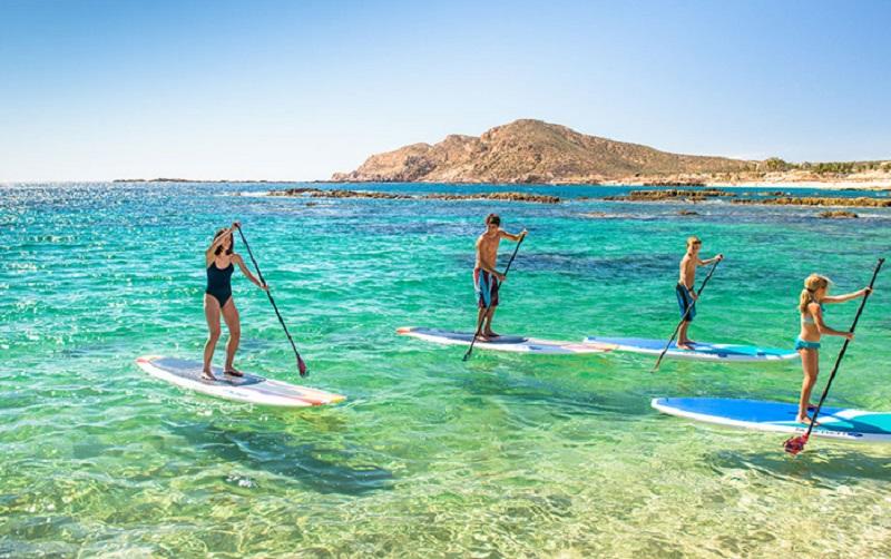 Stand up na Playa Chileno Bay em Los Cabos