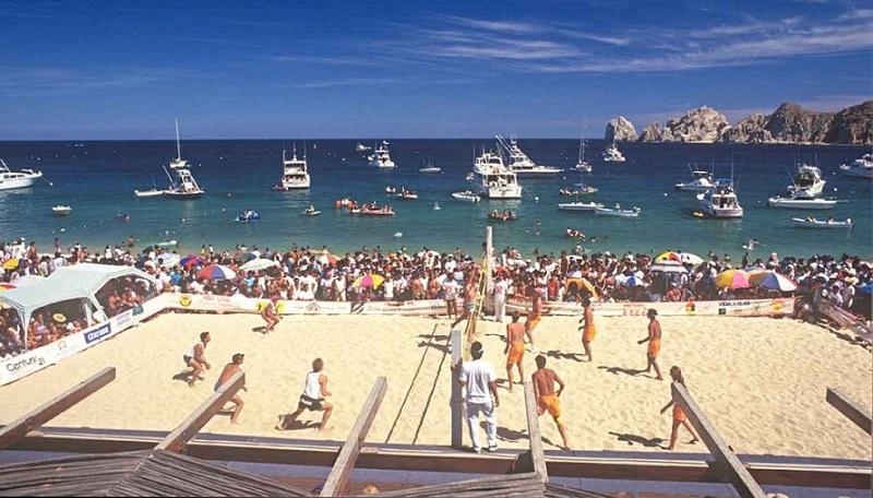 Vôlei de praia na Playa Medano em Los Cabos