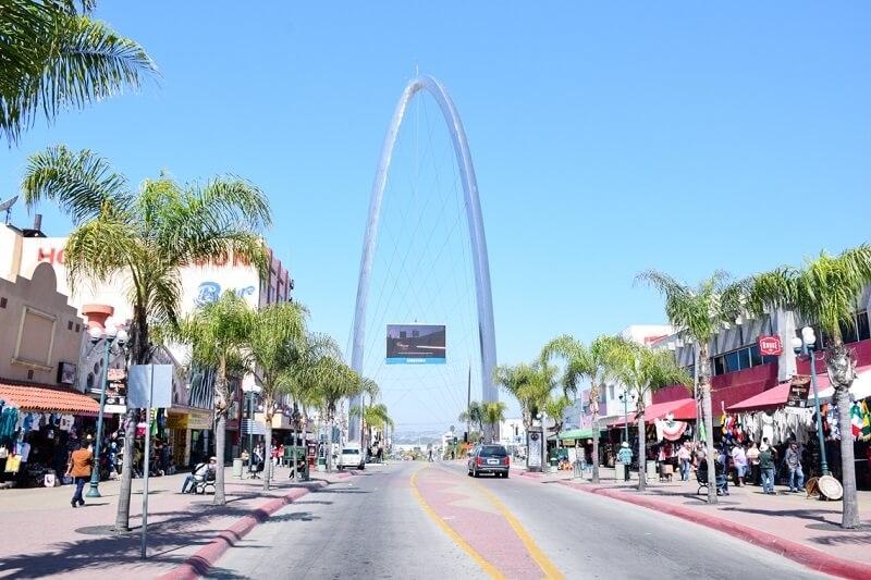 Carro na rua em Tijuana