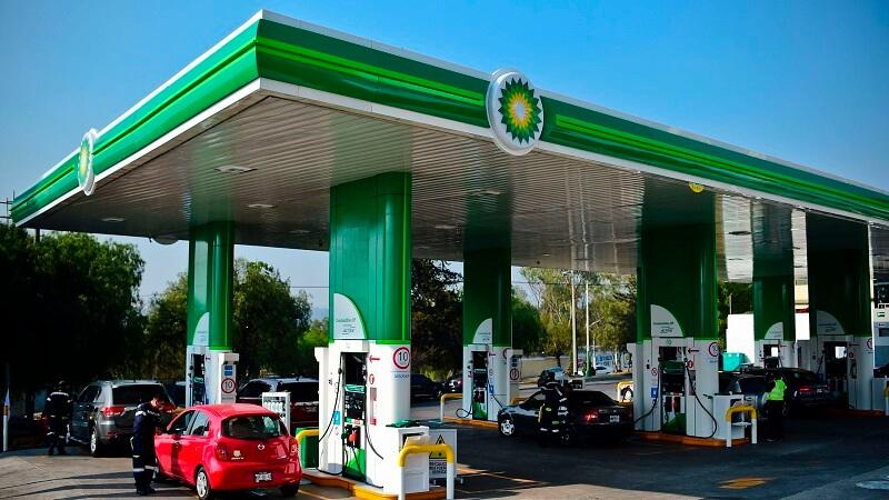 Carro em posto de gasolina na Cidade do México