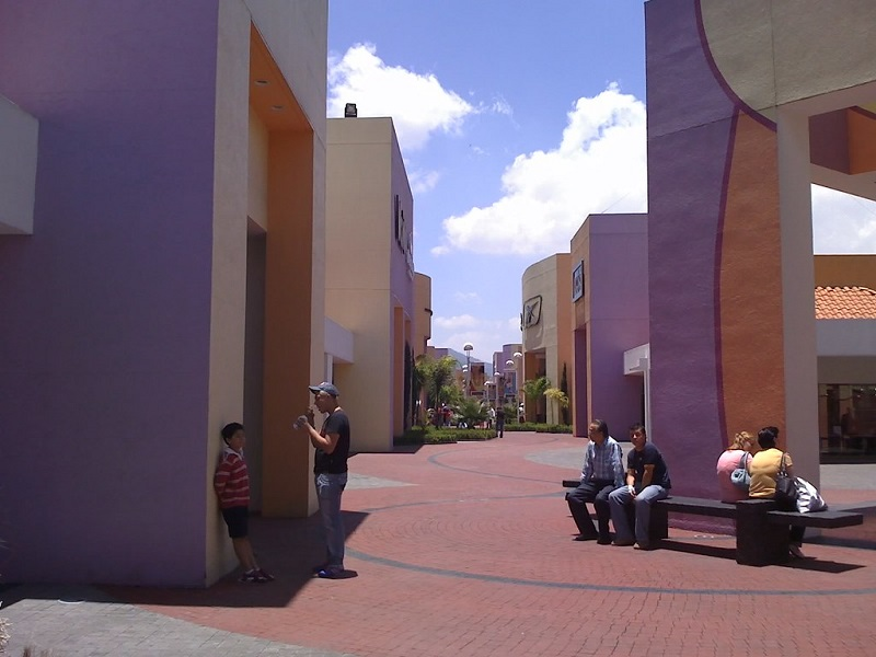 Área do Premium Outlet Punta Norte na Cidade do México